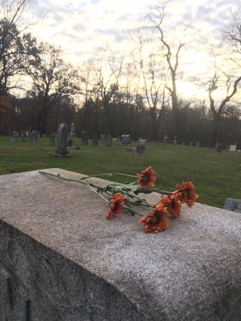 Entre Flores y Oraciones: Nuestra Visita al Cementerio
