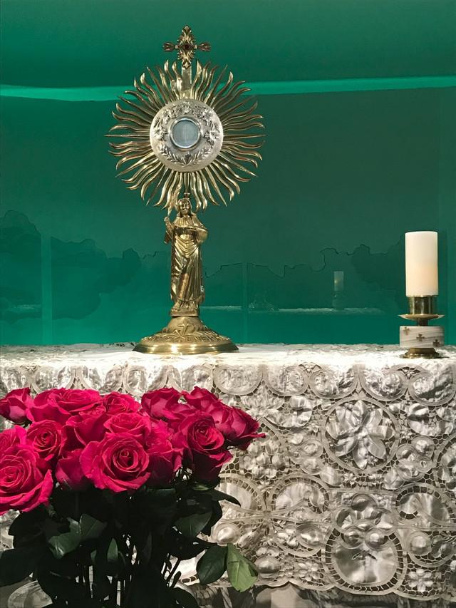 Adoradores del Santísimo Sacramento, Santa Engracia: La Alegría de Amar y Escuchar a Jesús Eucaristí