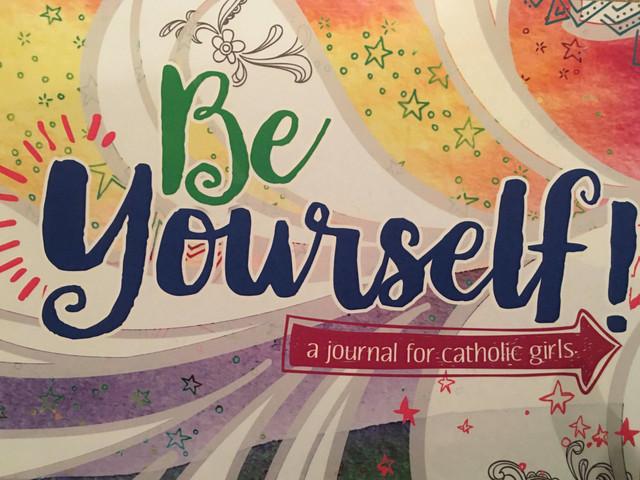 Un Diario de Oración para ayudar a las niñas a conectar con Dios