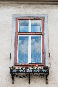 חלון מקושט