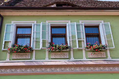 שלושה חלונות