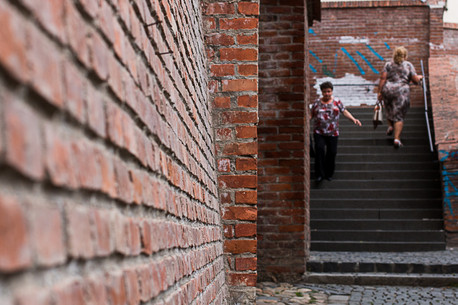 נשים במדרגות