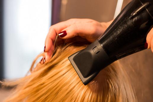 מתוך בנק תמונות לעדי מעצבת שיער