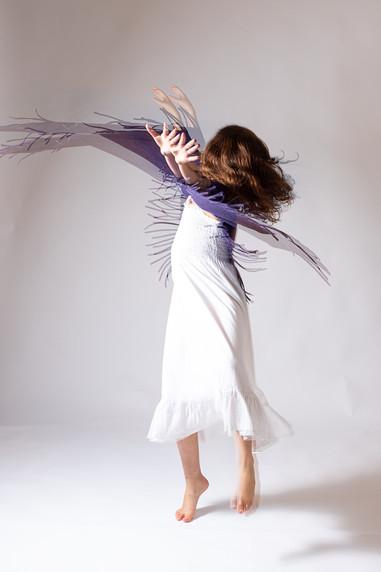 רוקדת