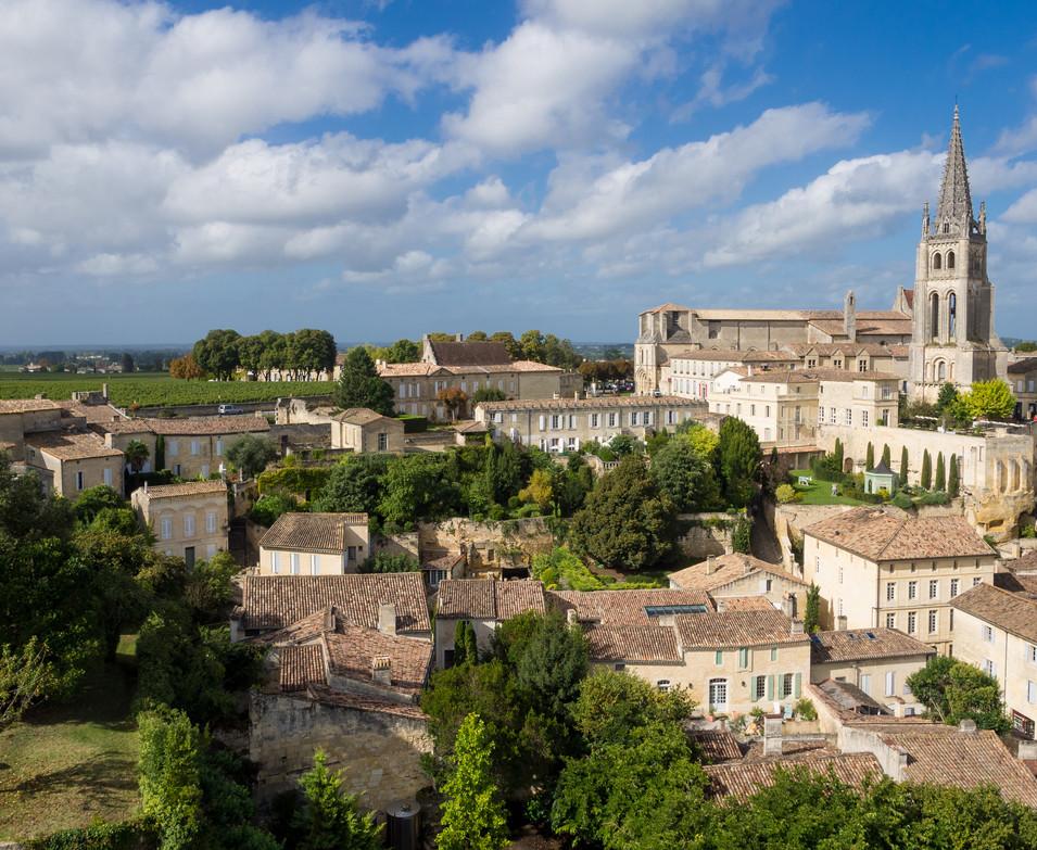 Saint-Émilion,_Aquitaine.jpg