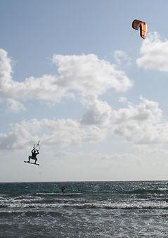 kite-surfing-1553938_1920.jpg