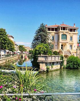 L'isle-sur-la-Sorgue-in-Provence-France-
