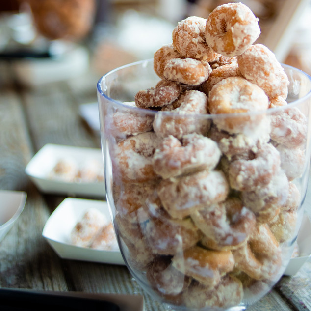 donutsWeddingWed(33of93)CROPPED.jpg