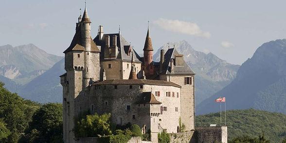 Chateau-de-Menthon-Saint-Bernard-au-dess