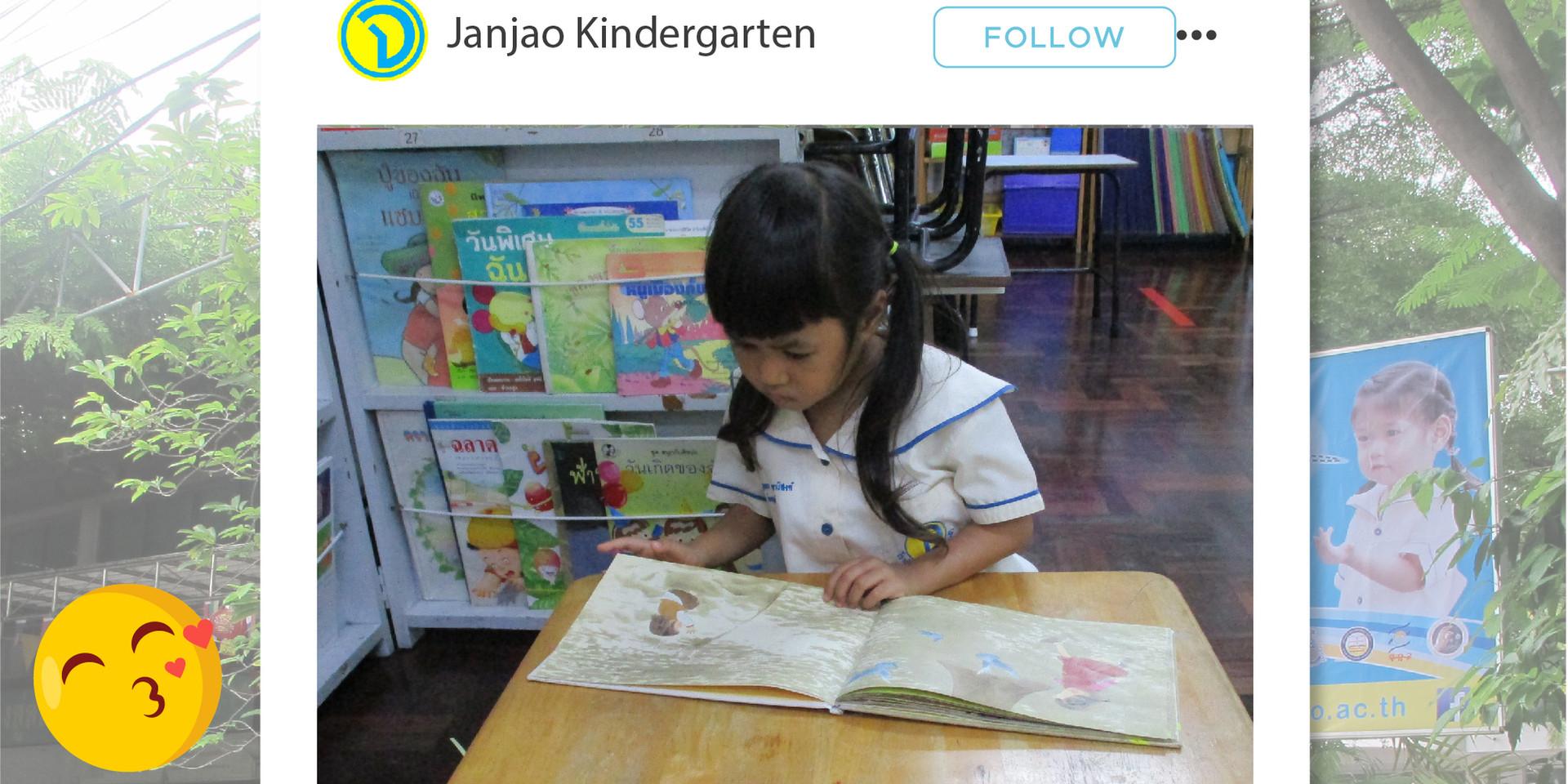 13 เด็กๆเข้ามุมรักการอ่าน.jpg