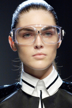 HOW TO STAY INFORMED ON FASHION NEWS