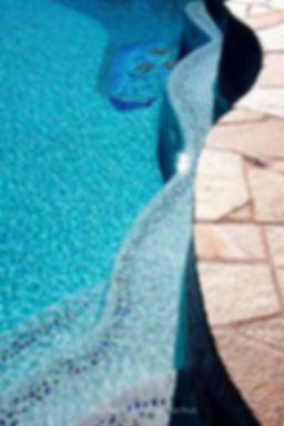 American Made Lightstreams Glass Tile, Two parallel strandsof Shell Beach glass accent tile strands edge the wavy edge of this light plastered pool steps, creating double the whimsical feel of the Shell Beach glass. Also can be used as accent pool tile, spa tile, wall tile, floor tile, waterline tile, step tile, step marker tile, fountain tile, spillway tile, interior tile, and exterior tile.