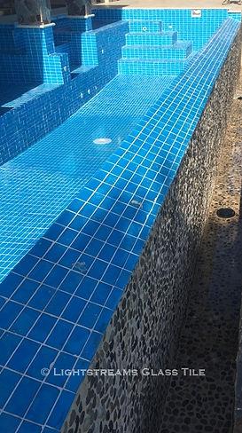 American Made Lightstreams Glass Tile Aqua Blue tile is used as pool tile and spa tile for this all glass tile pool.