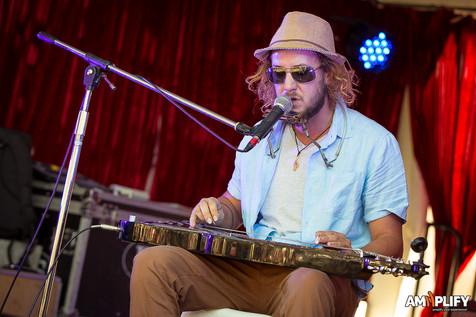 Dan Horne lapsteel Caloundra music festival