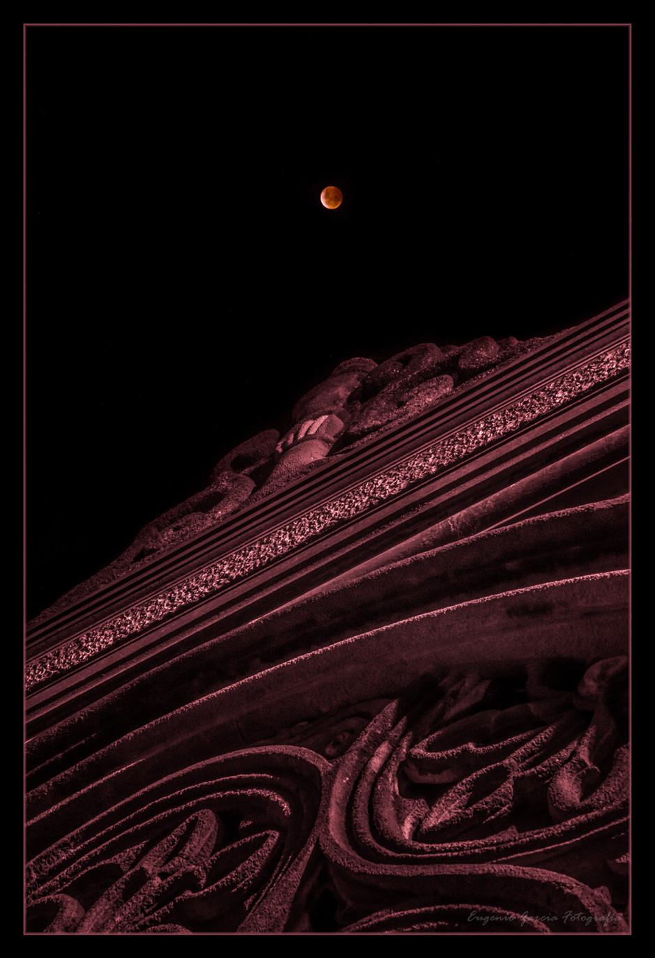 Luna de sangre sobre Casa Museo. San José, 2019