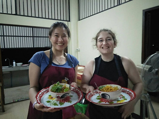 bees garden cooking school khao soi