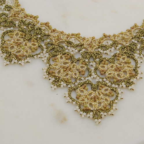 Kanten halsketting met parels/Lace necklace with beads