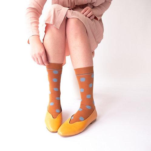 Katoenen sokken caramel met blauwe bollen