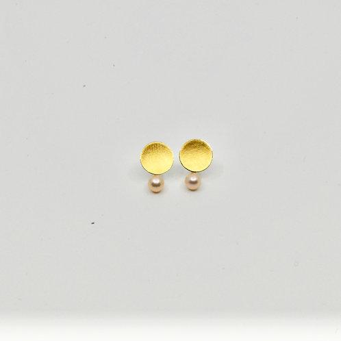 Ronde oorbellen met parel/Round earrings with a pearl