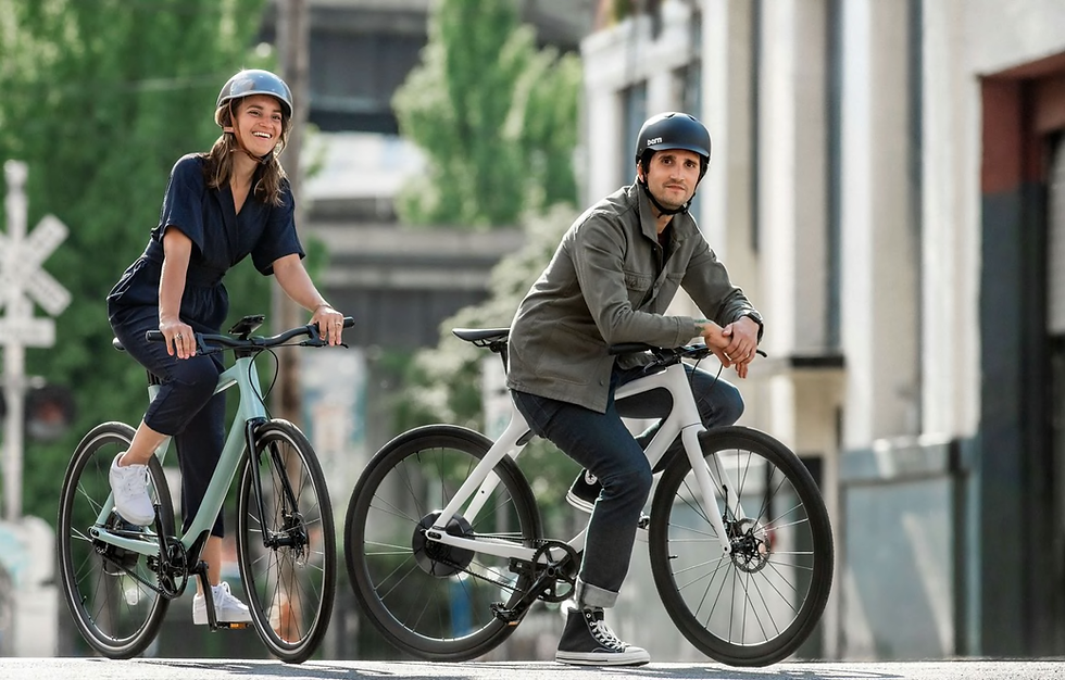 Paerchen auf eyyo E-Bikes in Frankfurt