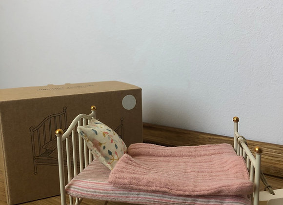 Vintage Bed (Mouse) in weiss