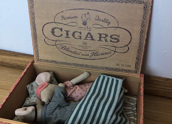 Maileg - Mama&Papa Maus in Zigarrenschachtel