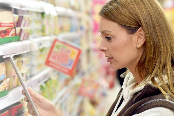 grocery-worker-shelf-photo.jpg