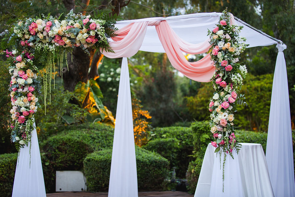 ולדיס עיצוב חתונה, עיצוב חופה, חופה מעוצבת, מפיק חתונה, הפקת חתונות