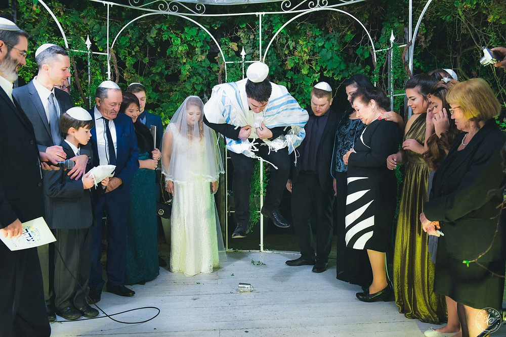 Jewish wedding ceremony, jewish chuppa, breaking the glass, jewish groom