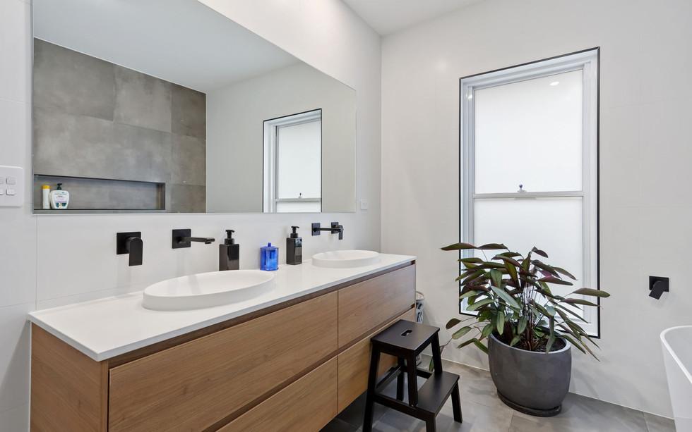 Small Bathrooms-Powder Rooms (23)