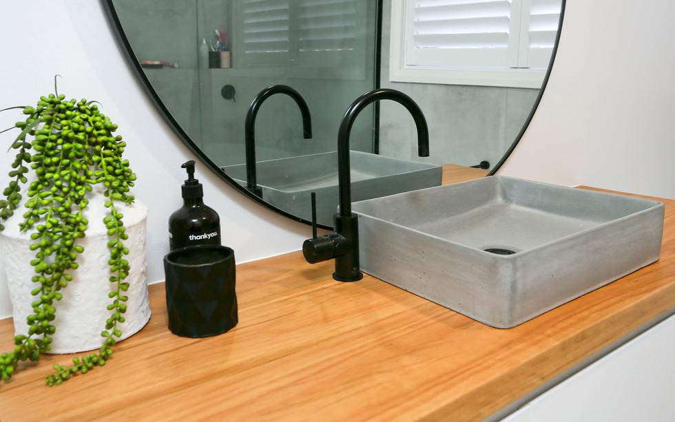 Small Bathrooms-Powder Rooms (25)