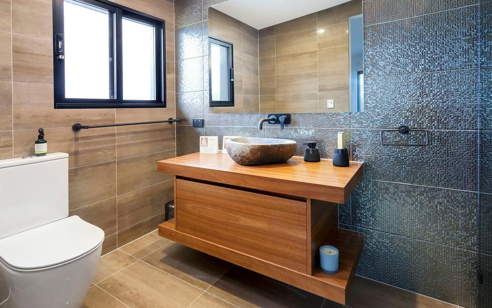 Small Bathrooms-Powder Rooms (24)