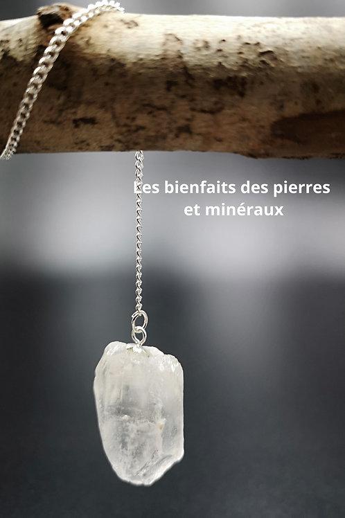 Pendule en cristal de roche brut