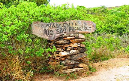 Placa identificado a nascente do Rio São Francisco na Serra da Canastra