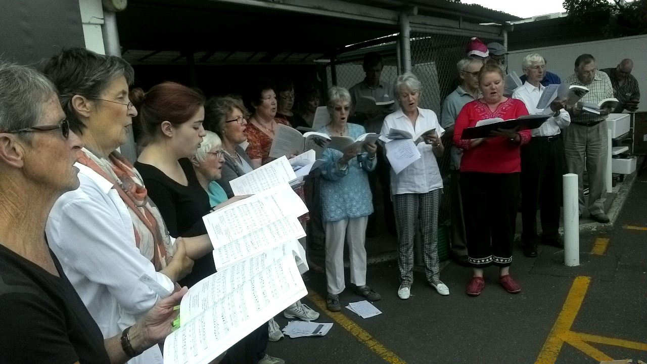 Carols outside Fresh Choice