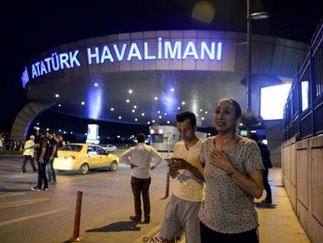 Attacco all'aeroporto di Istanbul, oltre 40 morti. Ombra dell'Isis