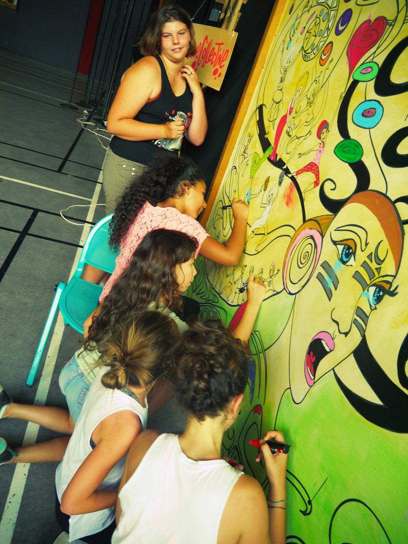 Les jeunes de l'EPDA colorient la fresque