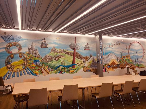 Panoramique de la fresque dans la nouvelle salle de convivialité