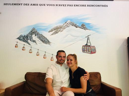Kenny et Cyrielle devant la fresque terminée