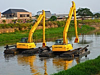 comisioning excavator amfibi PU DKI Jaka