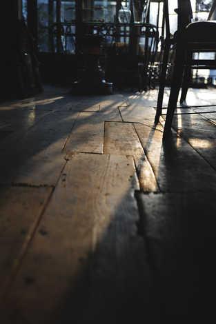 古材の床材