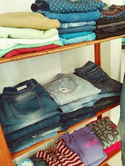 פינת ג'ינסים לנערות.