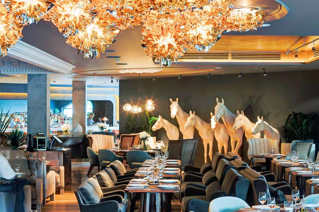 white-horses-under-veli-gold-by-adriano-rachele-erwin-restaurant-moscow