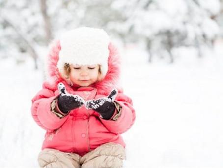 Portage en extérieur : maintenir bébé au chaud.