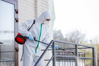 pandemia-coronavirus-desinfectante-traje