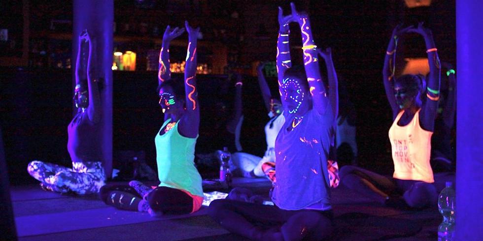 Glow Yoga in Berlin