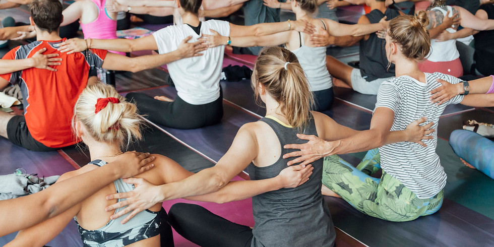 Xmas Yoga - Together for Women in Need