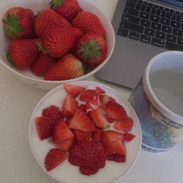 Strawberry yogurt🍓💻