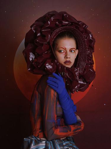Hat from @chenpengstudio Skirt from @ricostru