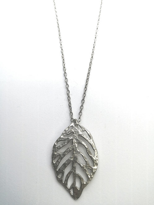 Classic leaf necklace